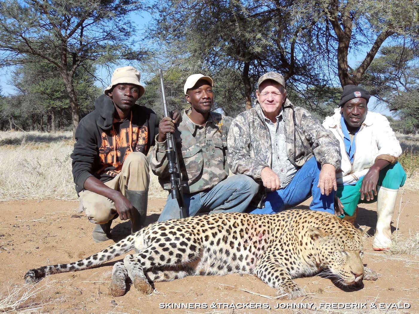 hunting-africa-skinner-tracker